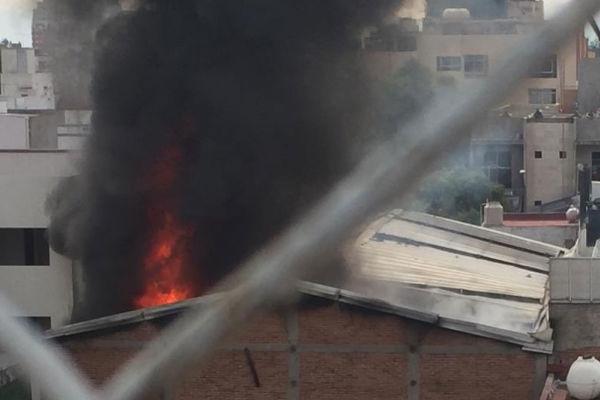 Incendio en una fabrica de telas en la Colonia Portales Sur