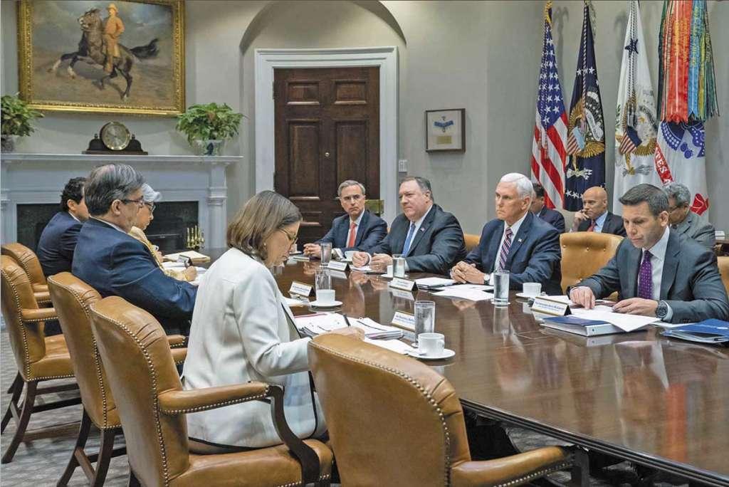 La primera reunión entre funcionarios mexicanos y estadounidenses se llevó a cabo en la Casa Blanca, en Washington.FOTO: ESPECIAL
