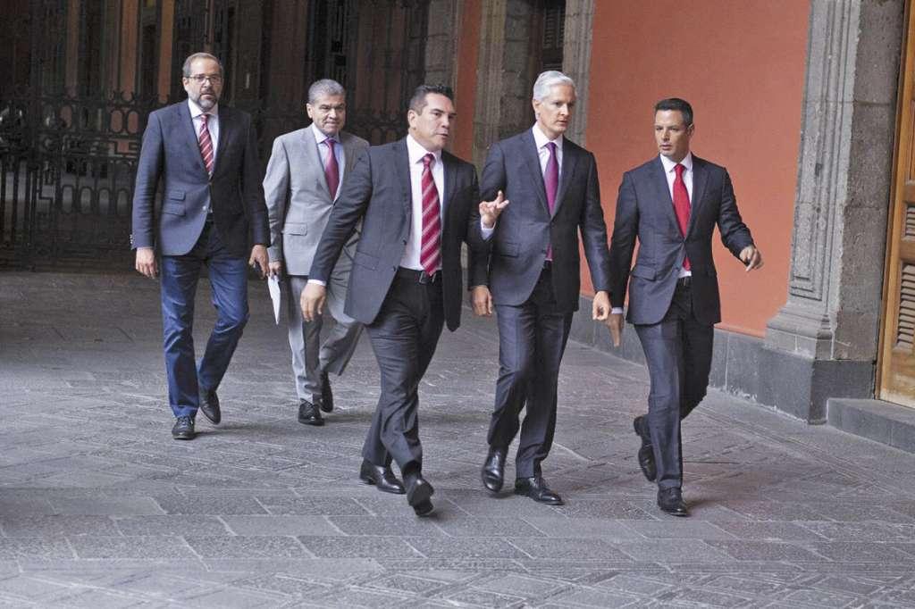Los mandatarios locales comieron en Palacio Nacional con el Presidente.FOTO: ESPECIAL