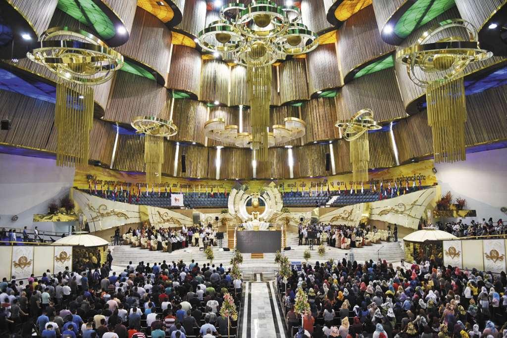 En el templo, los fieles esperan el regreso de su líder.FOTO: DANIEL OJEDA