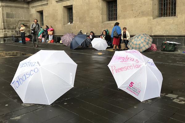 Protesta-Maestras-Preescolar-Tabasco-Palacio-Nacional