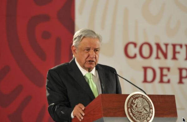 Andrés Manuel López Obrador se reunión en Palacio Nacional con los padres de los menores fallecidos en la Guardería ABC. FOTO: ESPECIAL