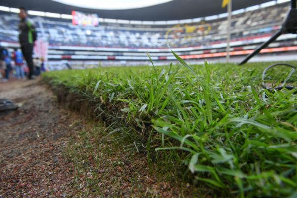 Las condiciones de la cancha del Estadio Azteca son muy malas. FOTO: ARCHIVO HERALDO