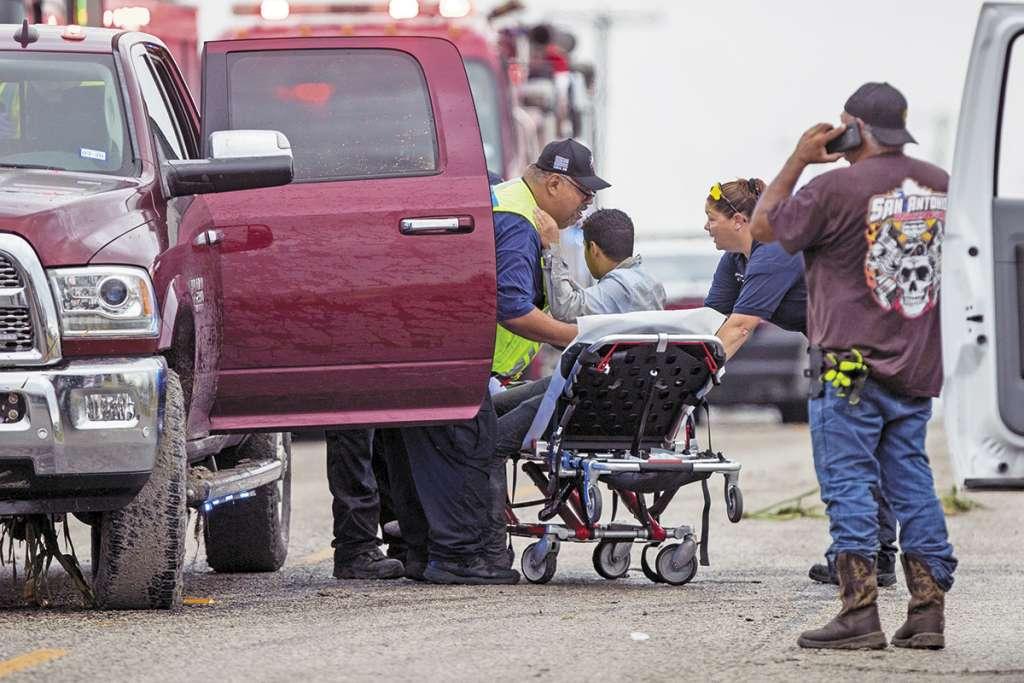 Varios indocumentados resultaron heridos cuando su vehículo huyó de Texas la noche del martes.FOTO: ESPECIAL