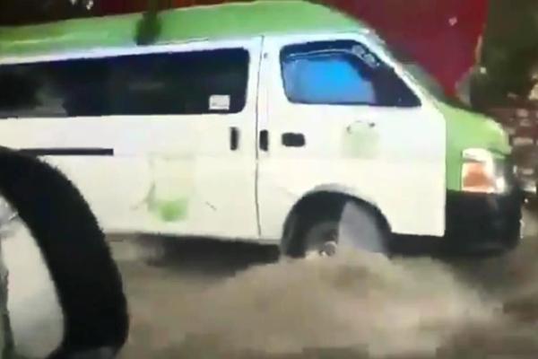 Fuerte lluvia en Ecatepec
