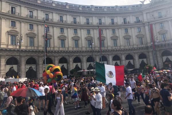 mexicanos marcha orgullo gay italia