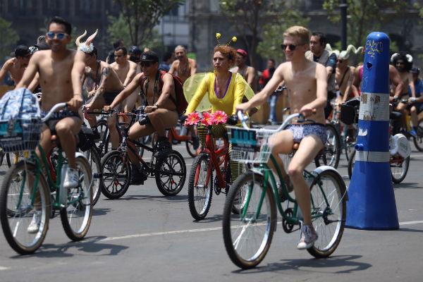 odada-ciclistas-desnudos