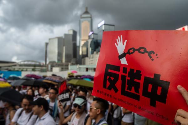 Victoria Park, donde se convocó a los manifestantes, estuvo abarrotado durante varias horas. Foto: AFP