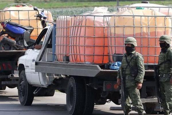 Elementos de la Marina y personal de Pemex aseguraron 470 litros de hidrocarburo en inmediaciones de Acayucan, Veracruz
