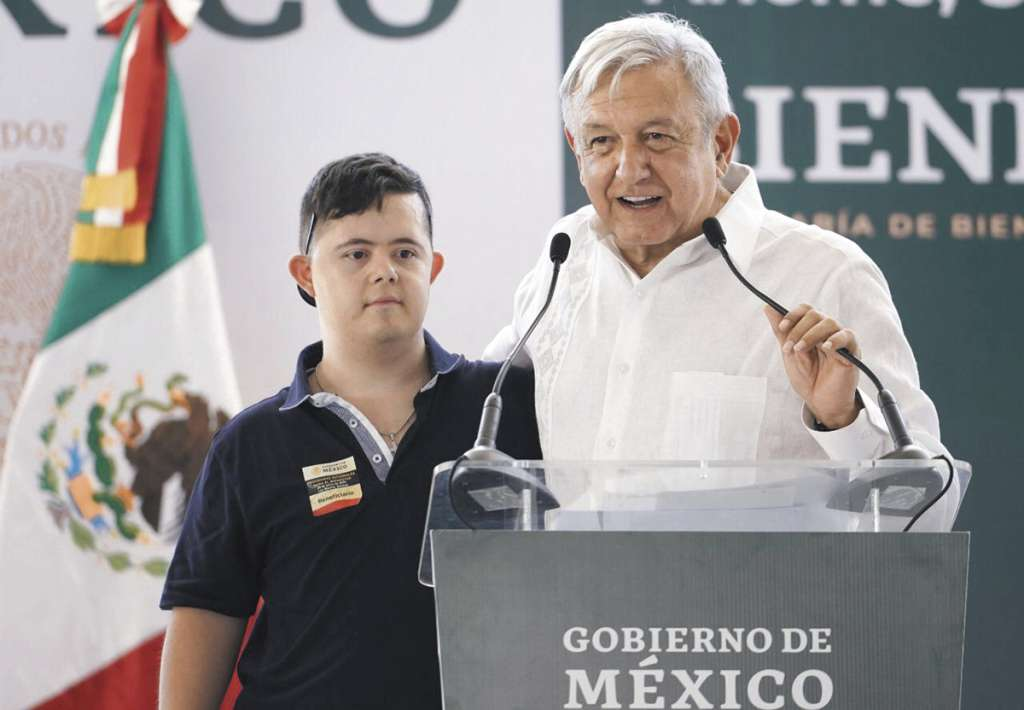 López Obrador estuvo en Los Mochis y se reunió con beneficiarios de programas sociales.FOTO: ESPECIAL