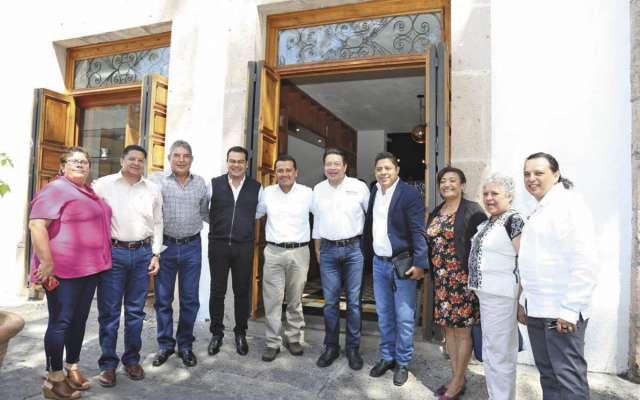Juan Zepeda, Carlos Torres y Ricardo Gallardo se reunieron ayer con Mario Delgado, coordinador de los diputados morenistas. FOTO: ESPECIAL