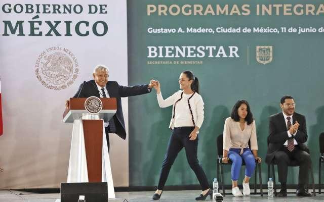 López Obrador respaldó la labor de la jefa de Gobierno, Claudia Sheinbaum. FOTO: VÍCTOR GAHBLER