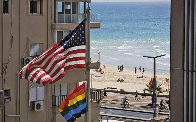 Embajadas de EU solían ondear la bandera multicolor. En la foto, la embajada en Tel Aviv. FOTO: ESPECIAL