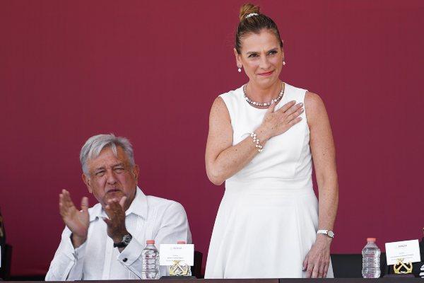 AMLO Beatriz Gutierrez Twitter López Obrador