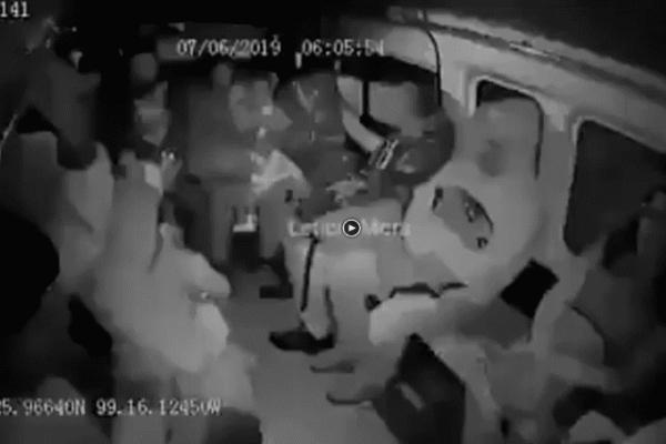 Cerca de las 06:00 horas del 7 de junio, los delincuentes hicieron la parada de la combi