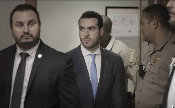 El actor fue captado en video en su primer salida tras recibir el beneficio de arresto domiciliario. FOTO: ESPECIAL