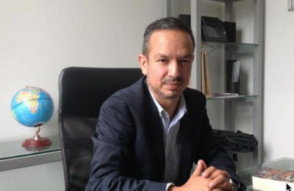 Luis Cisneros Quirarte, presentó una iniciativa para que se implementen medidas que brinden mayor privacidad a los usuarios entre ventanillas. FOTO: ESPECIAL