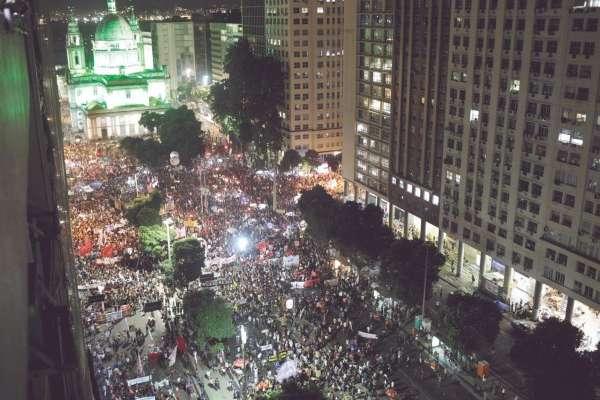 Miles rechazaron el plan de Bolsonaro de elevar la edad de jubilación a 65 años de edad. Foto: Reuters