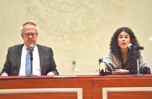 Carlos Urzúa y Luisa María Alcalde informaron sobre la duplicidad de funciones identicadas en cargos públicos. Foto: Víctor Gahbler
