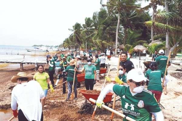 En Playa El Niño se contó con el apoyo de 56 maestros y jóvenes universitarios. Foto: Especial