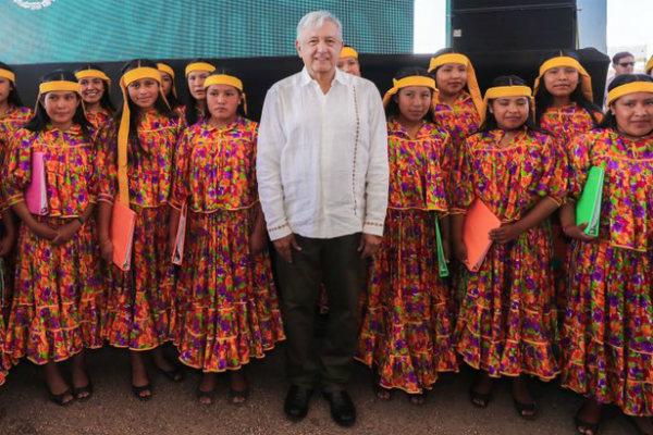 Este sábado el presidente de México, Andrés Manuel López Obrador encabezó la entrega de Programas de Bienestar en el estado de Chihuahua. Foto: Especial.