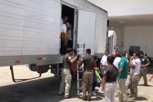 Los migrantes eran transportados en cajas de tráileres. Foto: Especial.
