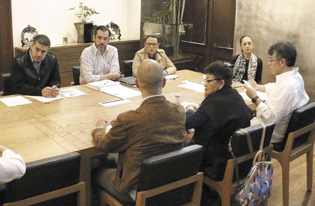 García Harfuch escuchó las instrucciones de Sheinbaum.FOTO: ESPECIAL
