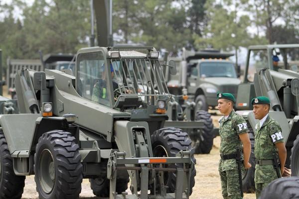 El colectivo pide se revise la ley para saber si el Ejército puede construir una obra civil. Foto: Notimex