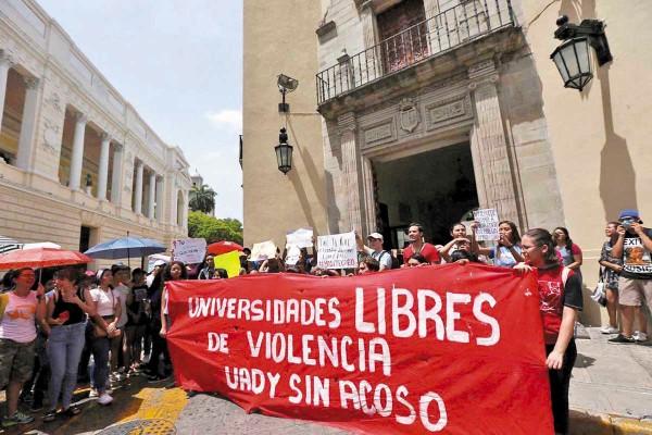 Un caso reciente de acoso sexual en la UADY impulsó a los alumnos a salir a las calles a protestar. Foto: Herbert Escalante