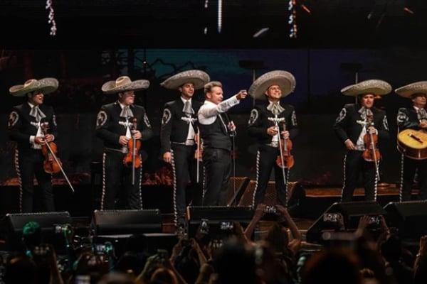 Luis Miguel perdió la voz por un momento en concierto