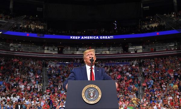 El presidente aprovechó para denunciar a los medios que según él publican