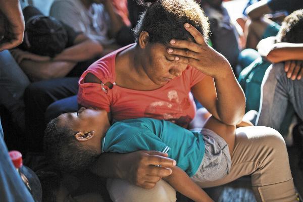 Son el sector más vulnerable entre los migrantes alojados en albergues. Foto: Especial.