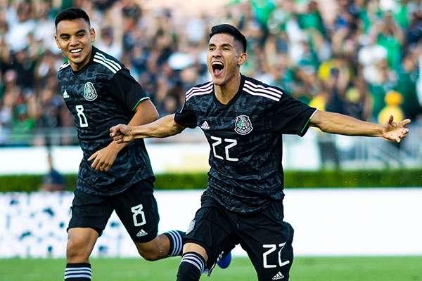 México se va a los vestidores con un gol de ventaja ante Canadá