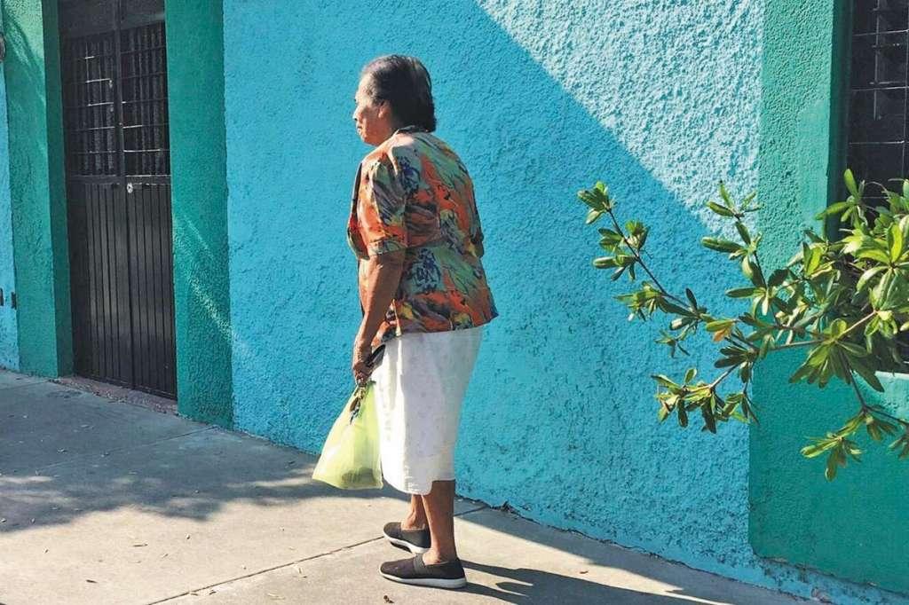 El programa estatal sólo da apoyo a quienes tienen de 60 a 64 años. Foto: Especial