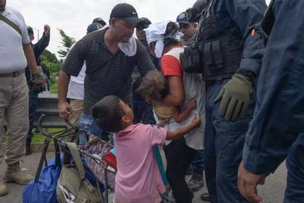Niños detenidos en la frontera sur de México