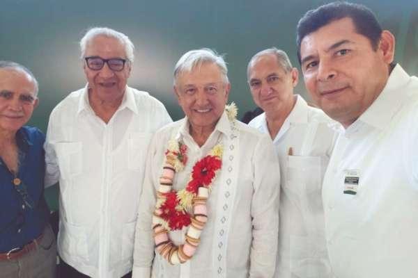 Andrés Manuel López Obrador estuvo ayer en Puebla para entregar apoyos de los Programas para el Bienestar. Foto: Cuartoscuro