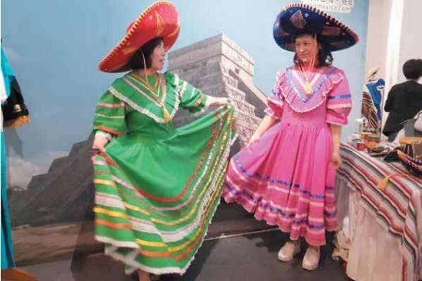 La embajada de México participó en las actividades del día del español. Foto: Lizeth Gómez de Anda