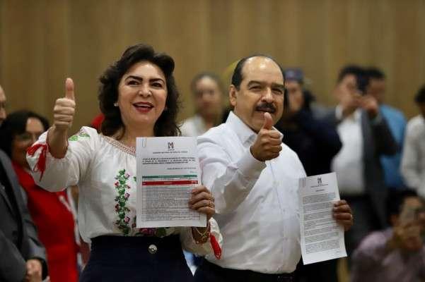 Ivonne Ortega recibió apoyo de una parte de los militantes del tricolor ayer en la sede nacional.  Foto: Víctor Gahbler