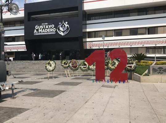 Recientemente, la pieza para recordar la tragedia de los jóvenes fue retirada de la explanada de la Alcaldía Gustavo A. Madero. Foto Especial