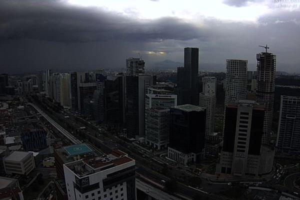Al menos 10 alcaldías de la capital reportaban lluvia la noche de este domingo. Foto @webcamsdemexico