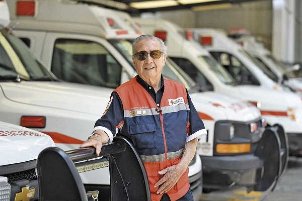 Eduardo es uno de los 17 mil 358 técnicos en Urgencias de la Cruz Roja. Foto:  LESLIE PÉREZ