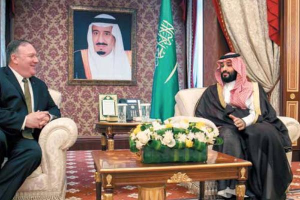 Mike Pompeo se reunió ayer con el príncipe heredero de Arabia Saudita. Foto: AP