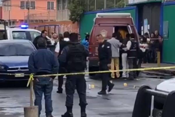 BALACERA fuera de primaria en la Col. Las Virgencitas en Nezahualcoyotl: 1 Muerto y 1 menor herida. Noticias en tiempo real