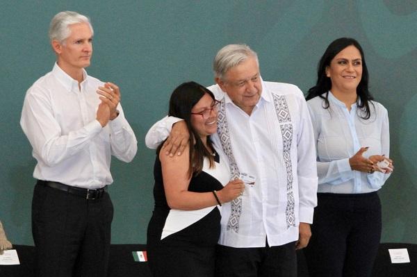 El gobernador del Estado de México, agradeció al Presidente de México por su primer visita a esta localidad. Foto: Notimex