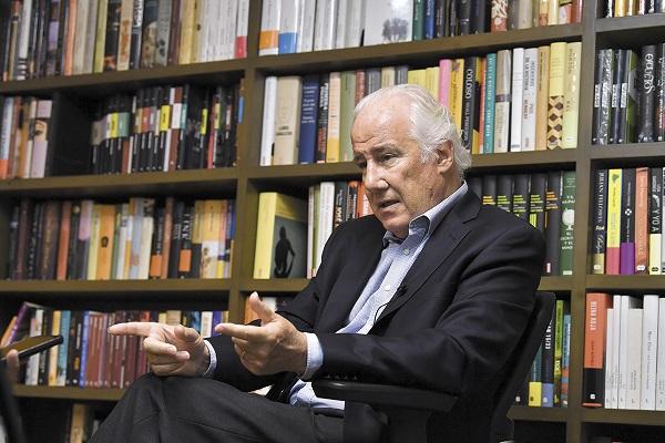 IDEAS. El autor mantiene una visión positiva del español.  Foto:   PABLO SALAZAR SOLÍS