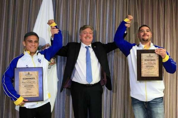 Tanto Soto como Ruiz Jr portaron las chamarras representativas de la selección de Baja California. Foto: Zanfer