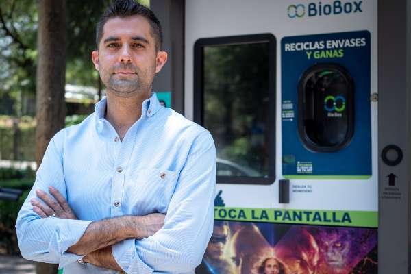 Jóvenes mexicanos crean una máquina que te premia por reciclar