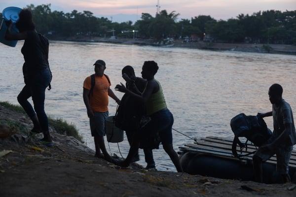 Cientos de migrantes llegan a México a través de Río Suchiate para avanzar hacia EU. Foto: Archivo | Cuartoscuro