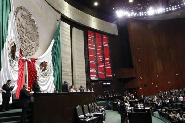 En sesión extraordinaria, los legisladores emitieron 305 votos a favor, 139 en contra y tres abstenciones. Foto Especial