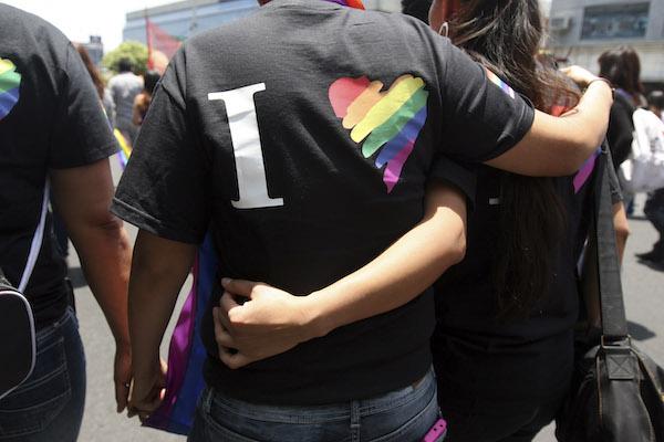 Metro Insurgentes Noche con Orgullo LGBTTTIQ